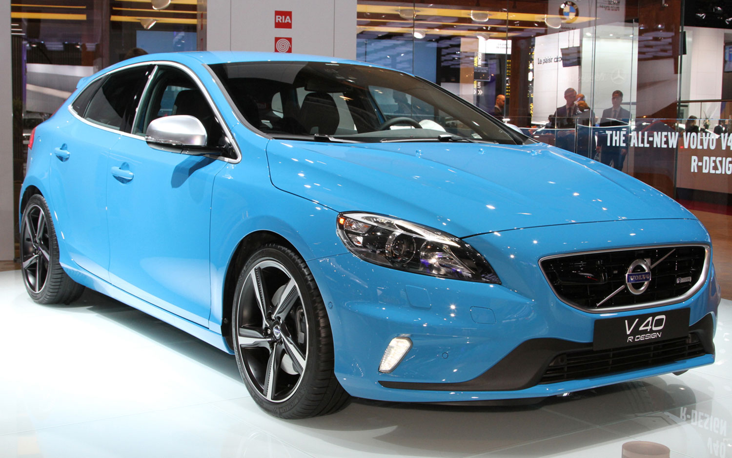 cars model 2013 2014 volvo v40 r design and v40 cross country. Black Bedroom Furniture Sets. Home Design Ideas