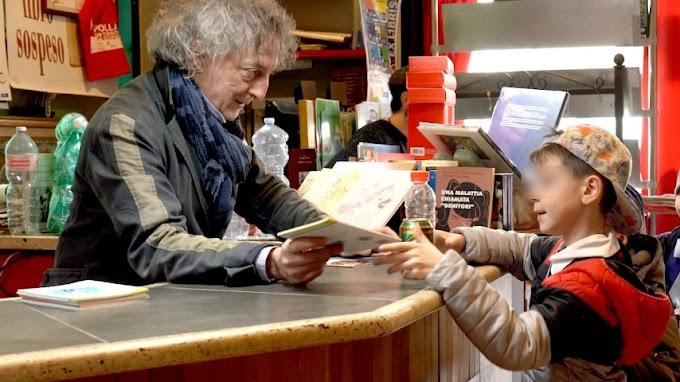 Bu kitapçı, çocuklara boş kutu ve şişe karşılığında kitap veriyor