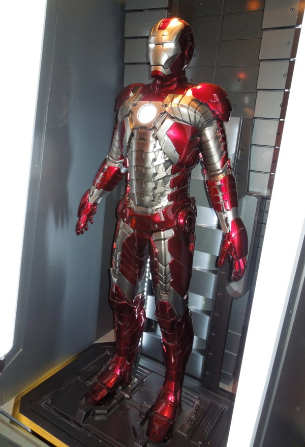 Hollywood Movie Costumes and Props: Iron Man Mark V ...