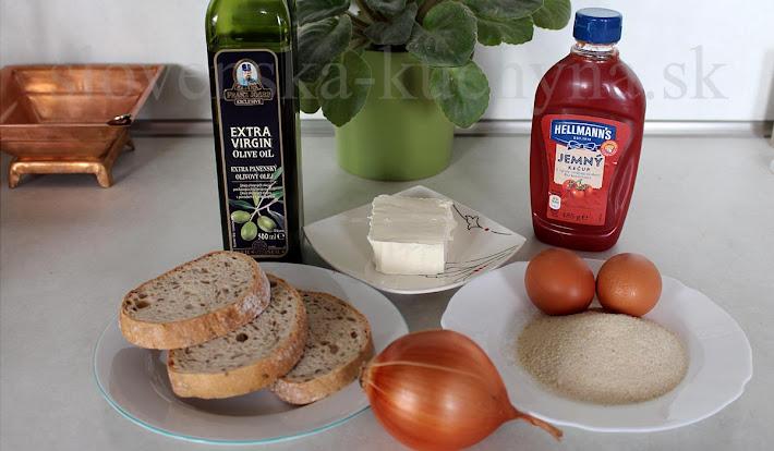 Vyprážaný chlieb s vajíčkom, syrokrémom a cibuľou