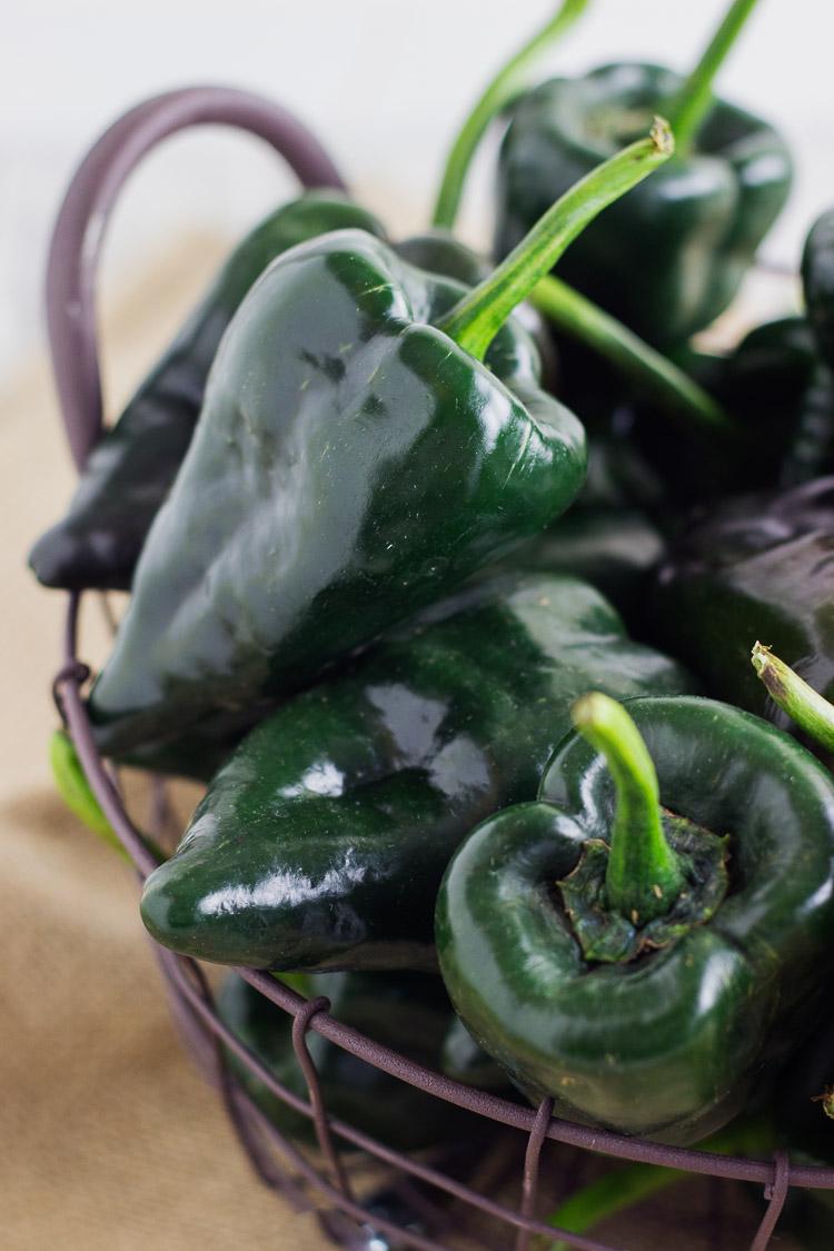 asar y pelar chiles poblanos en el horno