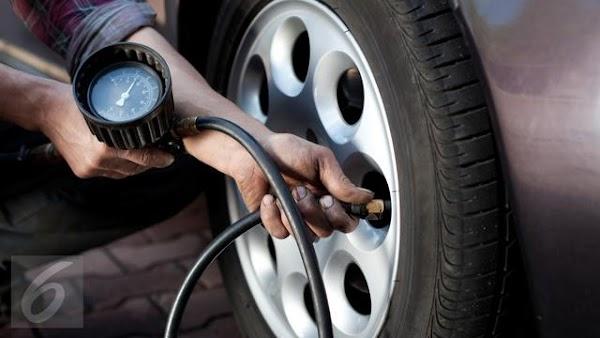 Cara Mengecek Tekanan Ban Mobil Tanpa Alat
