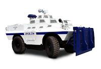 Türk Polisinin kullandığı beyaz kepçeli bir panzer