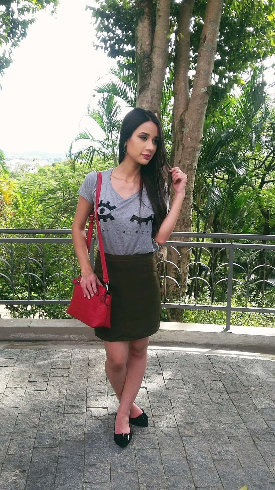 Look do Dia: T-shirt + Saia Militar