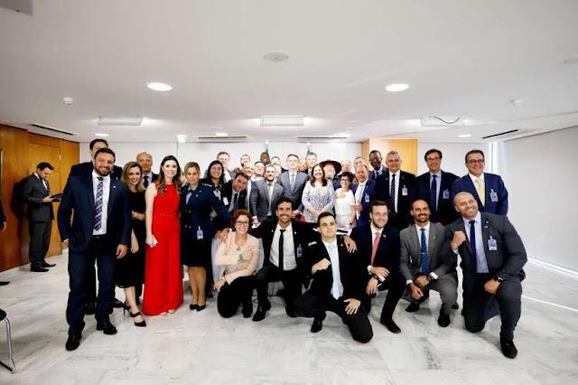 Em reunião, Bolsonaro anuncia desfiliação do PSL e criação de partido