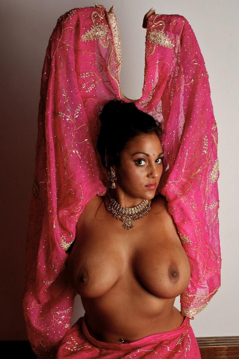 Big tits busty Indian Delhi bhabhi housewife