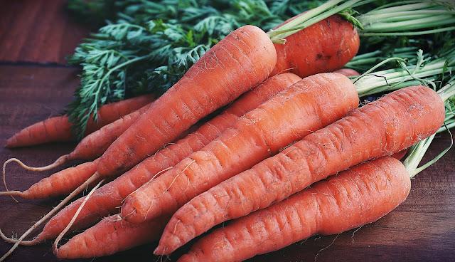 गाजर खाने के फायदे और नुकसान |