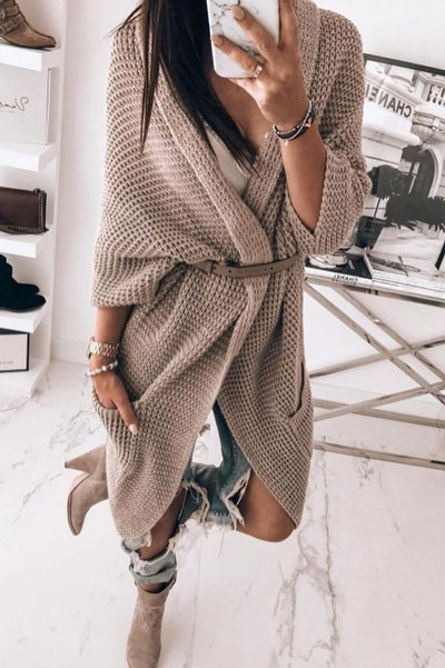 Knitted outfits are versatile pieces that adapt to every woman's style. Mix up your style with these 25 Charming Knitwear to Keep You Stylish and Warm. Winter outfits via higiggle.com | knit dress | #knit #winter #fashion #dress