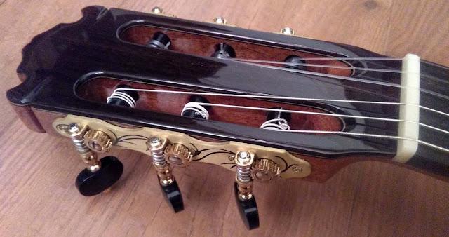 Guitarra española Martínez ES10