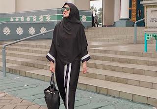 Camelia Putri Pakai Hijab