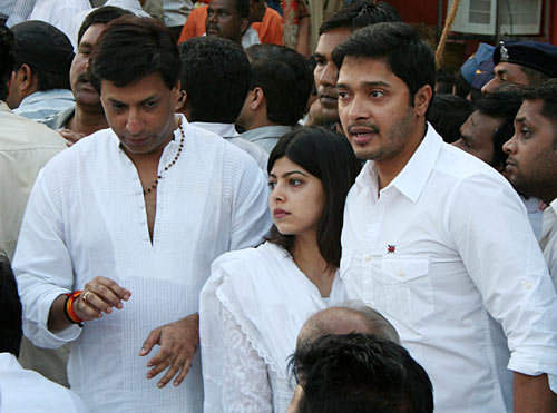 Indian Celbs at Balasaheb Thackeray's funeral