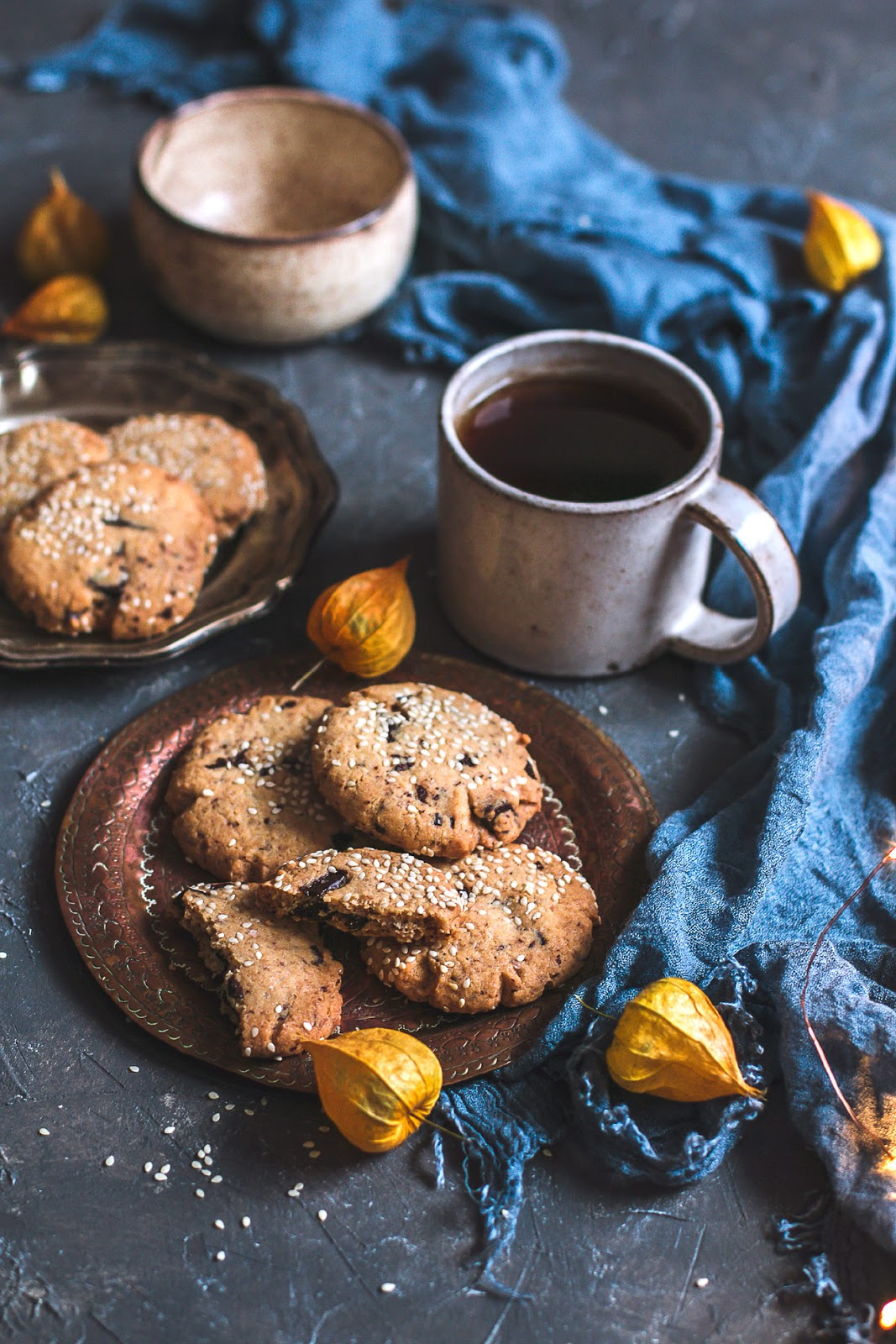 kruche ciastka sezamowe z tahiną i czekoladą