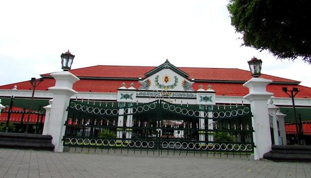 Wisata Keraton Yogyakarta Suguhkan Nuansa Istana Raja Jawa