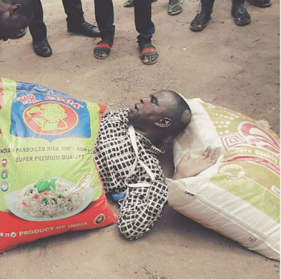 LORD HAVE MERCY!!! SEE WHAT HAPPENED TO THIS MAN AFTER BUYING TWO BAGS OF RICE WITH FAKE NAIRA NOTES IN LAGOS (PHOTOS)