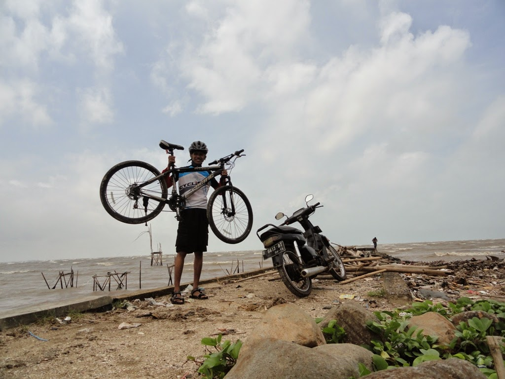 Mengabadikan momen di pantai Semat, Jepara