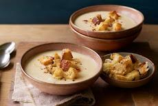 شورة,حساء الجزر الأبيض بالكريمة والعيش المحمص Parsnip soup