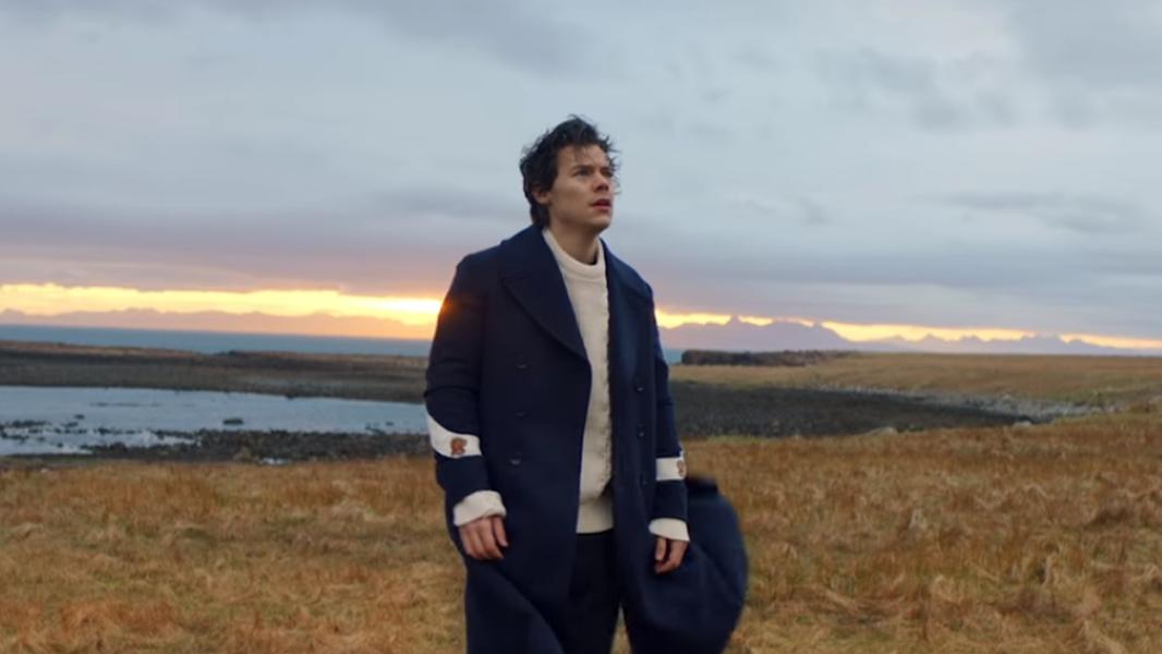 No videoclipe, Harry voa, sozinho, sobre a natureza, sente o vento em seu rosto e até anda sobre a água. Jesus, é você?
