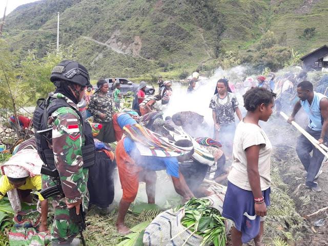 Satgas Yonif Raider 514/SY Junjung Tinggi Adat Istiadat di Tanah Papua