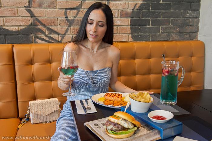 recomendacion Donde comer las mejores Hamburguesas comida americana Restaurante Blue Frog Valencia Opinion blog influencer gastronomia