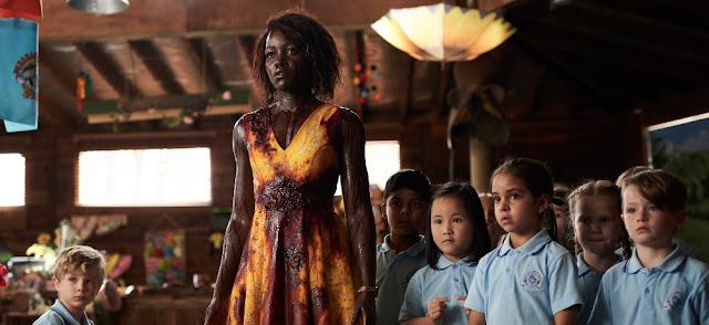 """Una horda de pequeños zombies en """"Little Monsters"""" (2019), protagonizada por Lupita Nyong'o (""""Us"""")"""
