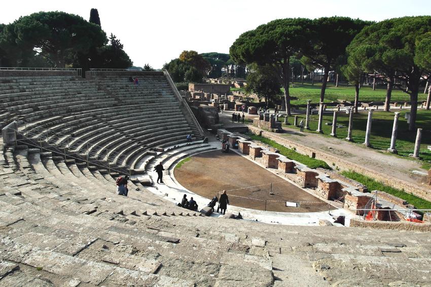 Teatr starożytny w Ostii Antica