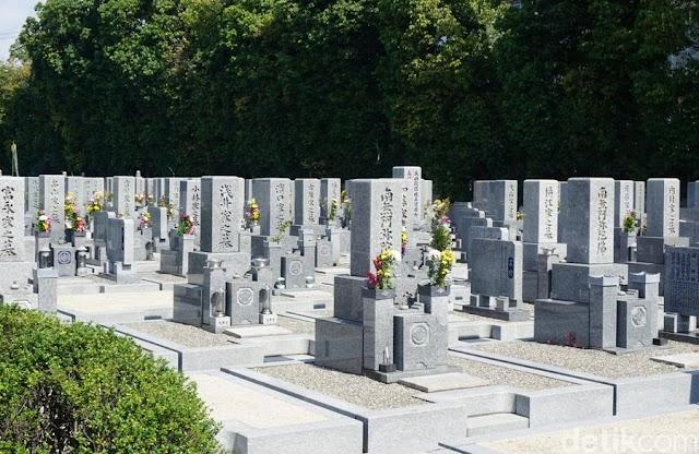 Heboh Batu Kecil Melayang di Pekuburan Jepang