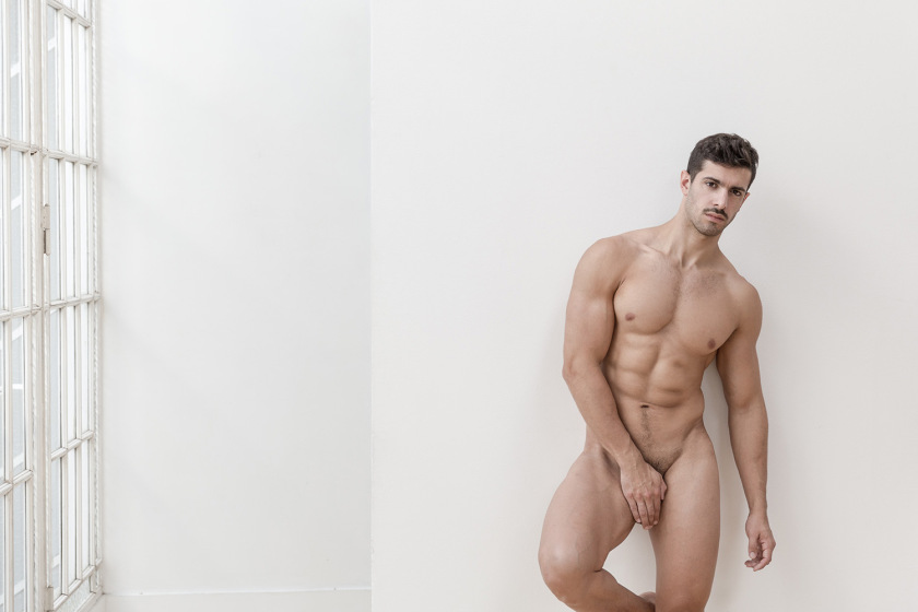 Loving That Bun Mauro Gentile gets Naked