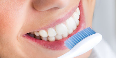 Kiat Mudah dan Murah Memutihkan Gigi