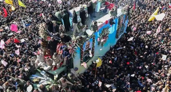 Σκηνές χάους στην κηδεία του Σολεϊμανί: Ποδοπατήθηκαν πολίτες, δεκάδες νεκροί - Βίντεο