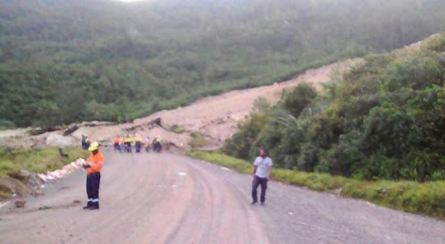 Gempa 7,4 SR Guncang Papua, Gedung dan Bukit Roboh