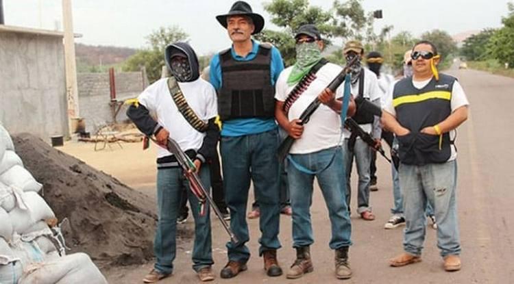 Convoca Mireles a conformar autodefensas para proteger territorio oaxaqueño.