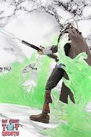 S.H. Figuarts The Mandalorian (Beskar Armor) 32