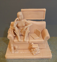 scultura su commissione modellino personalizzato da colorare o colorato ragazza divano orme magiche
