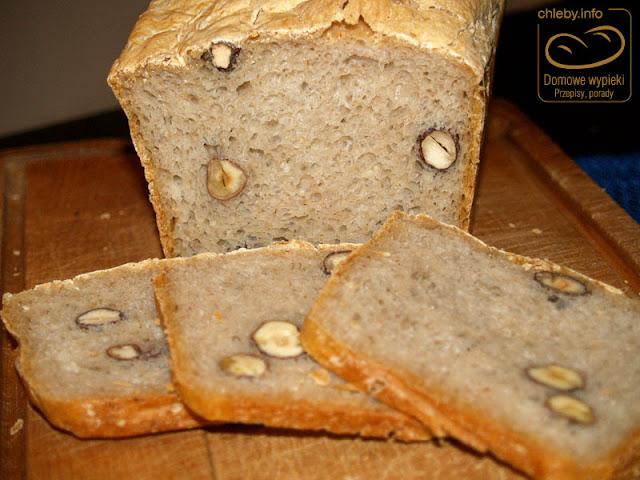 Chleb na zakwasie z orzechami laskowymi