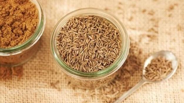 أعشاب طبيعية لعلاج الغازات والتخلص من عسر الهضم