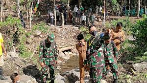 Pangdam IX Udayana Tinjau Lokasi Pompa Hidram Di Desa Rora