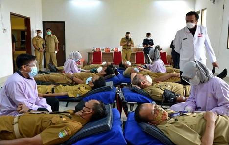 Hari Donor Darah Dunia, Bupati Zaki Ikut Donor Darah
