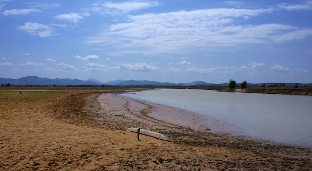 Sông ĐăkBla mùa khô.