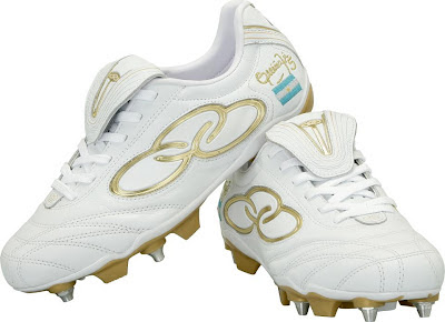 45f53b60d4109 El futbolista argentino del Inter de Brasil estrenará botines provistos por  la marca brasilera Olympikus. El mismo fue creado exclusivamente para el  volante ...