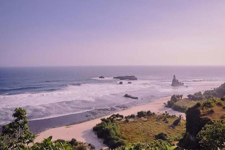 Pantai Buyutan Pacitan - Daya Tarik, Fasilitas, Harga Tiket, dan Rute