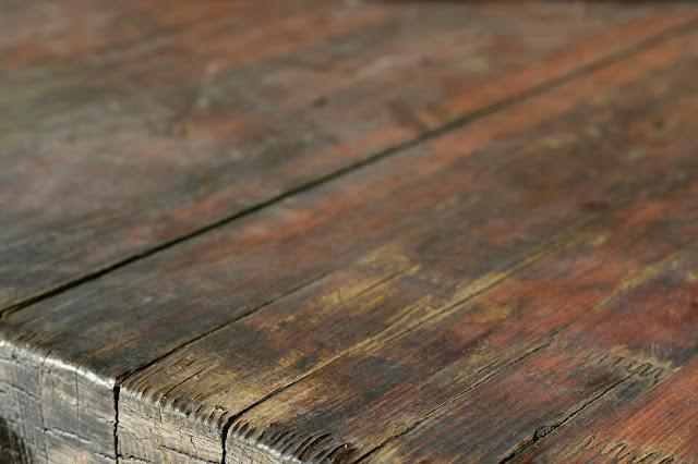 meja dapur dengan bahan kayu yang mudah lapuk dan dimakan rayap by reymetal.com