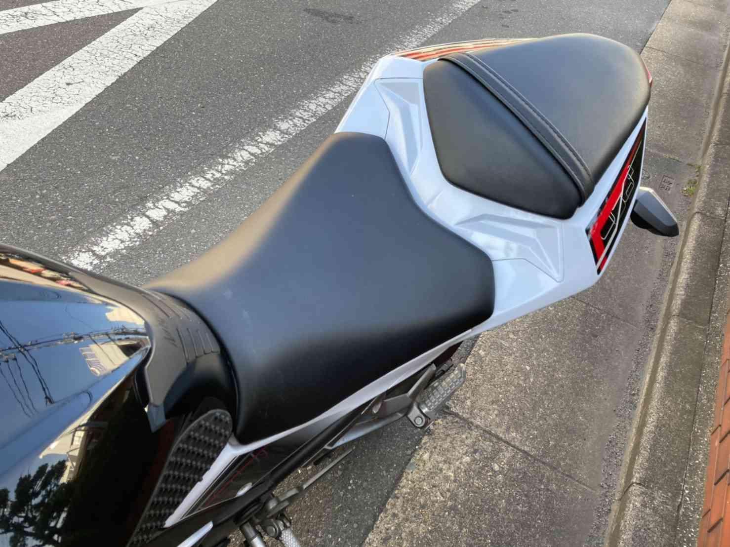 レンタルバイク【ニンジャ250】シート形状