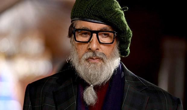 Jaksa Zaidi diperankan oleh Amitabh Bachchan