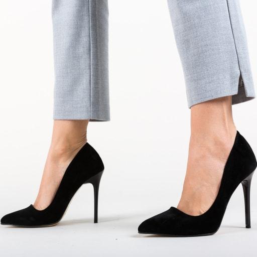 Pantofi cu toc subtire negri din piele eco intoarsa