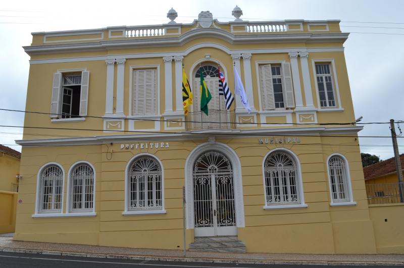 Prefeitura de Olímpia exonera 20% dos cargos comissionados para reduzir despesas