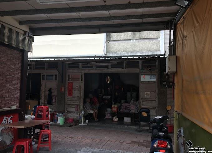 前往台南安平老街的路上,不經意看見的古早味米店。