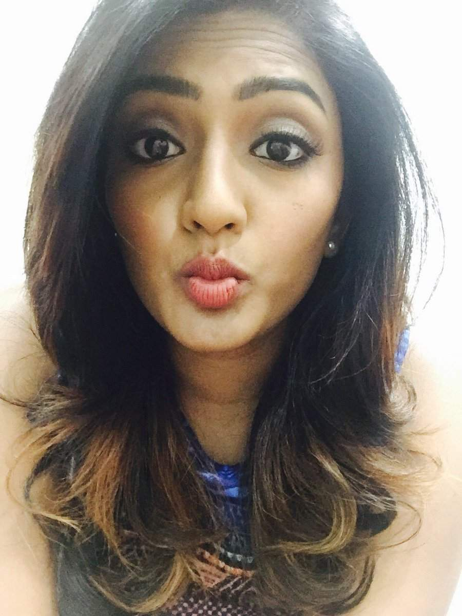 Vijay Cute Wallpapers Beautiful Tollywood Actress Eesha Rebba Latest Hd Images