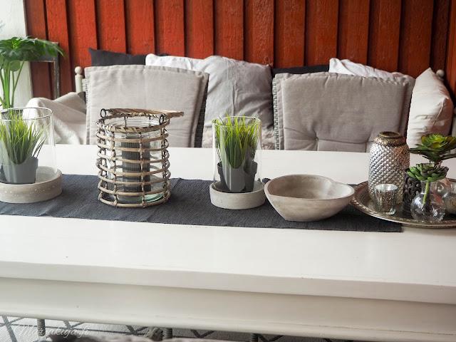 puuöljy coloria terassi maali kaiteet kalustemaali öljyäminen homepesu pohjuste musta terassi ruskea terassi  pöytä puupöytä pihakaluste suoja
