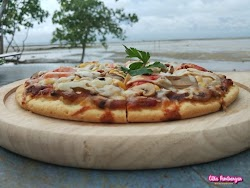 Review: Serunya Makan Pizza di Pantai Bintan