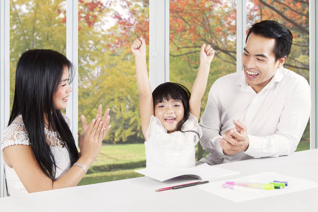 7 Cara Cerdas Memuji Anak, Agar ia Tak Besar Kepala